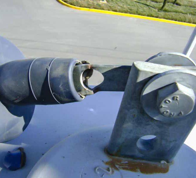 Zapata dañada en cable de energía