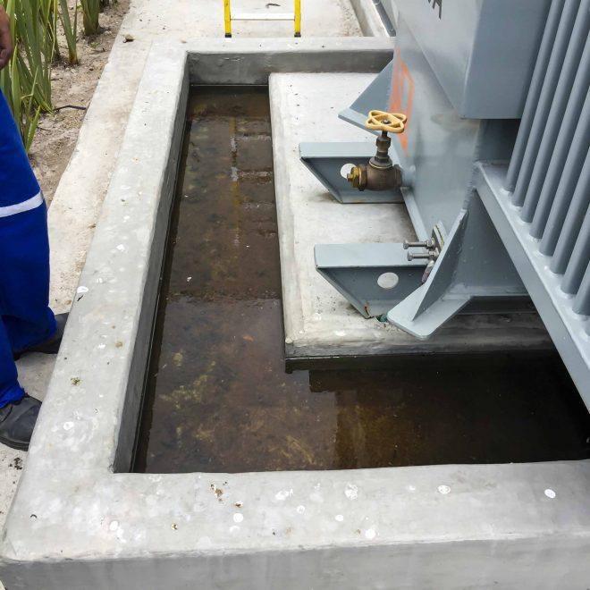 Sardinel de transformador inundado por agua